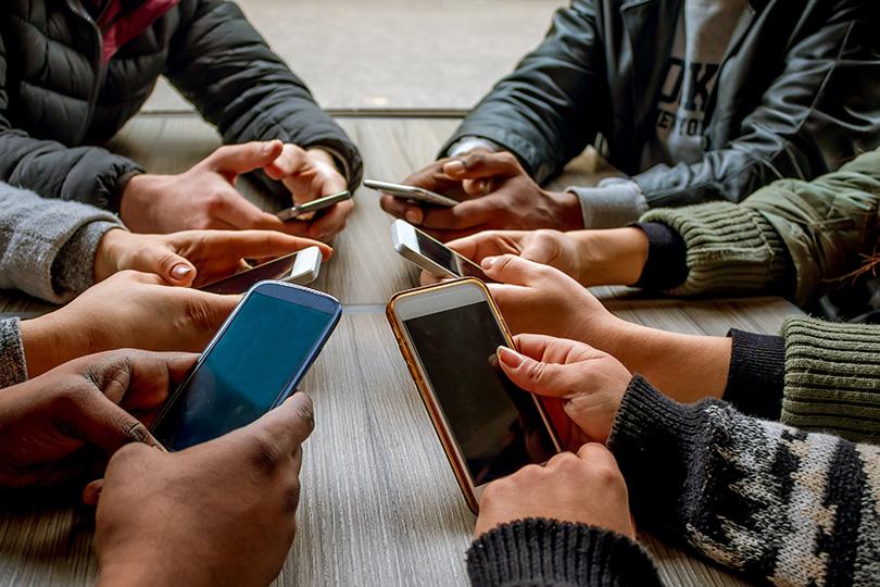 مجموعات وسائل التواصل الاجتماعي.. رصيد إيجابي أم رصيد لتوسّعة هوّة السكوت؟