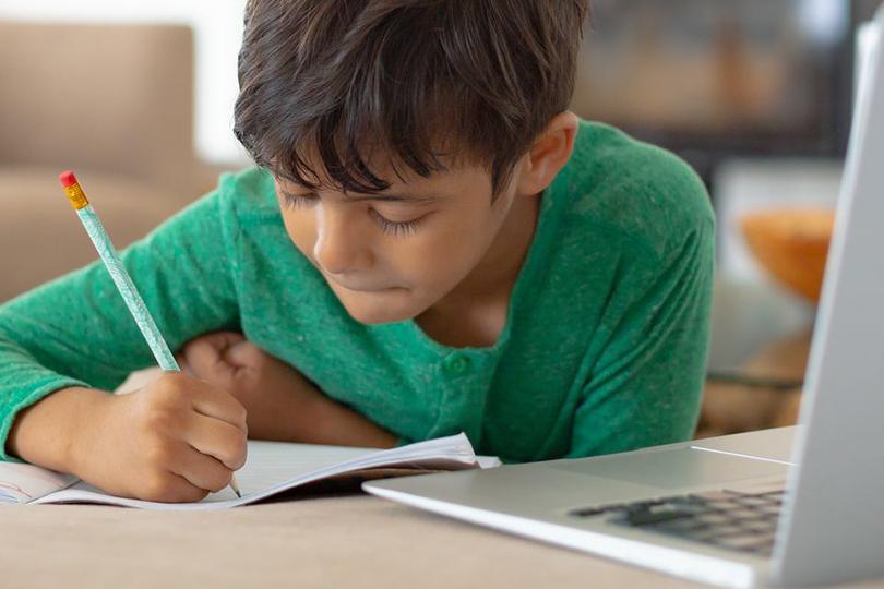 التعليم الإلكتروني.. سبب آخر لضياع هيبة المعلم
