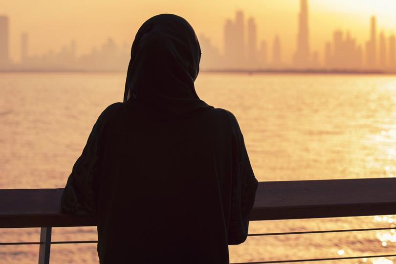 المرأة والمناصب القيادية: بين الاعذار والتقييد