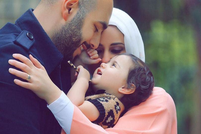 بالأم الصالحة تنمو الأُسر ويظهر العلم وتنمو المجتمعات