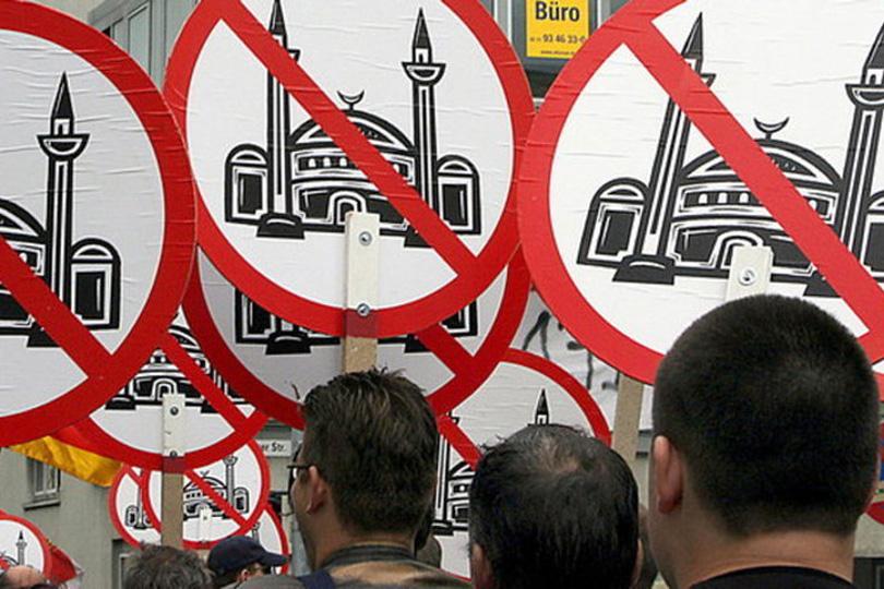 استفزاز جديد للمسلمين.. مسابقة رسوم مسيئة للرسول الكريم