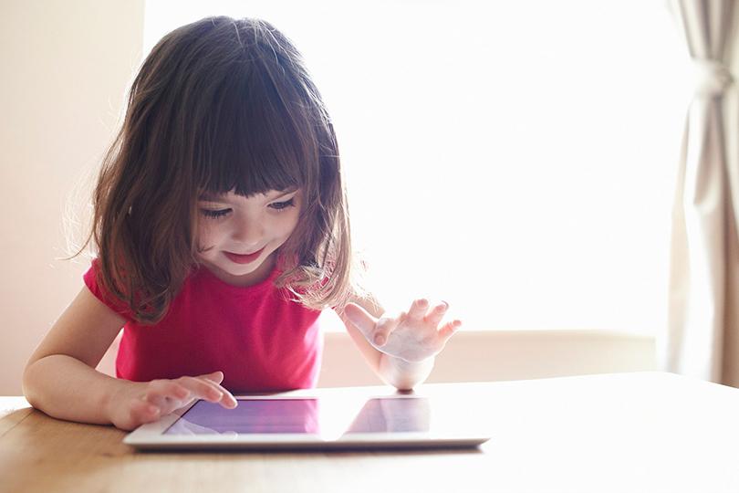 كيف تسبب الأجهزة الالكترونية اضطرابات خطيرة للأطفال؟