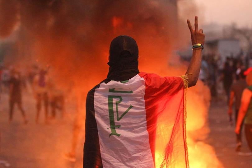 الحوار السلبي بين معسكر المتظاهرين ومعسكر الأحزاب