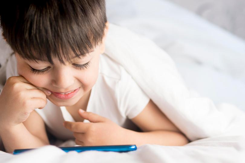 الأطفال في وسائل التواصل الاجتماعي والخطر العاطفي