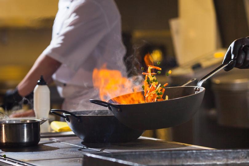 أطعمة قد تشكل خطرا  إذا لم تطبخ جيدا