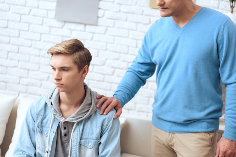 لماذا يتمرد المراهق على عائلته؟
