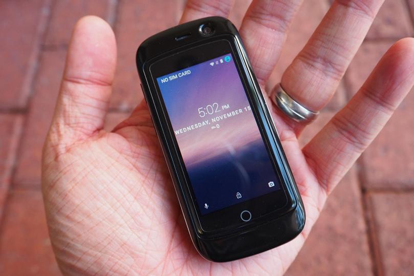 تعرف على الهاتف الأصغر عالميا