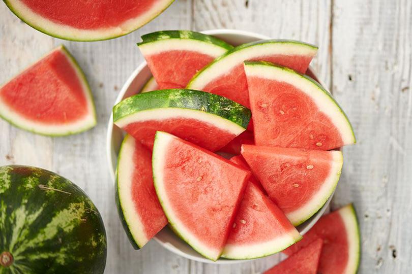 البطيخ الأحمر.. فوائد صحية وخطر واحد