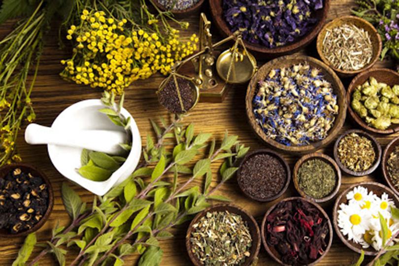 علاج الأعشاب.. هل يجدي نفعا في علاج كورونا؟