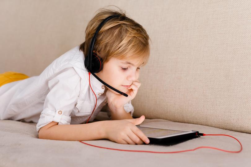 ما هو تأثير الأجهزة الالكترونية على الأطفال؟