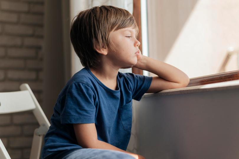 عالم الطفل الانطوائي.. عميق ومتخيل ولا يستطيع التخلص منه