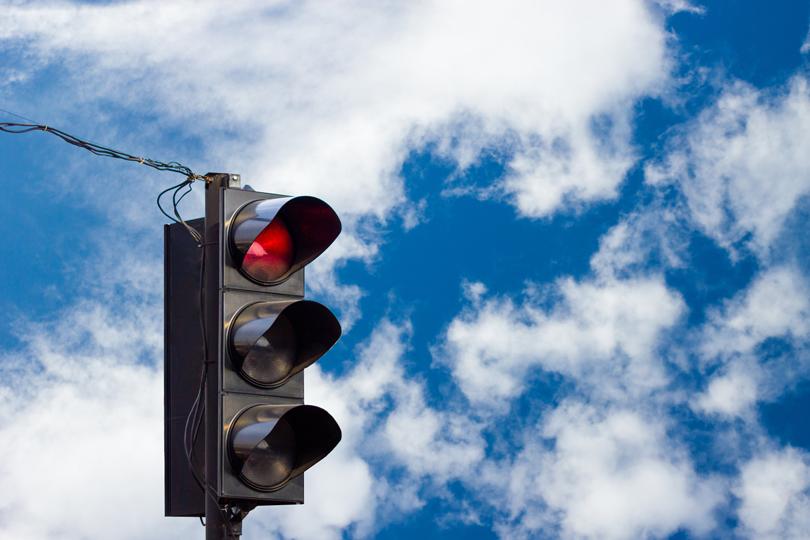لا تُقدم إن كانت الإشارة حمراء!