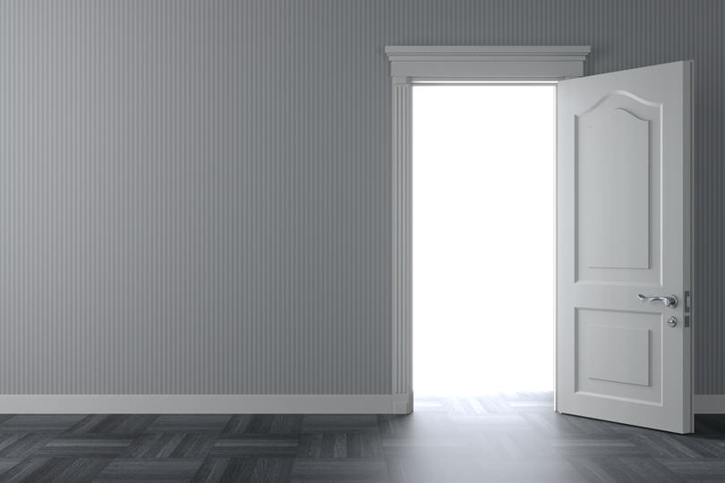 ماذا تركت خلف الباب؟