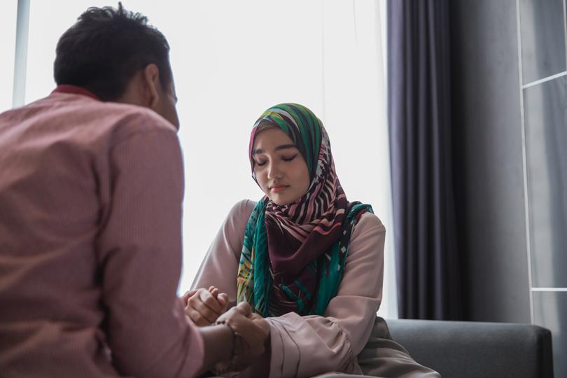 متى تصبح الغيرة مدمرة بين الزوجين؟
