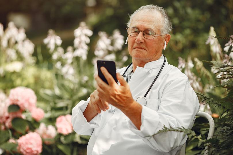 التكنلوجيا الحديثة وتأثيرها على كبار السن