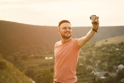 قانون في النرويج يلزم المشاهير بالكشف عن الفلتر إذا استخدموه في صورهم