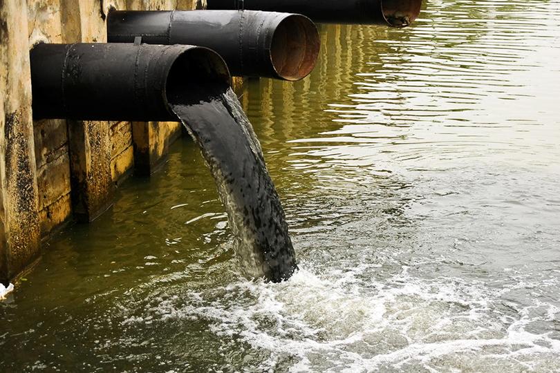 مخاطر تلوث المياه وأثرها على حقوق الإنسان