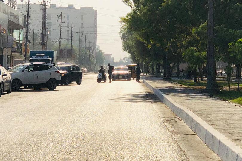 شرطة يمنعون الدراجات النارية
