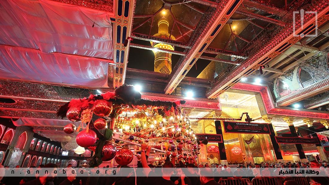العتبة الحسينية المقدسة تتشح بالسواد والالوان الحمراء لتعيد الى الاذهان ما جرى في واقعة كربلاء