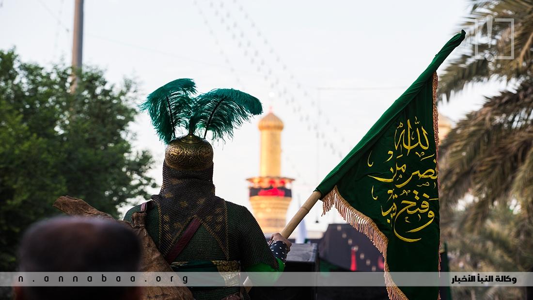لما طلب الإمام الحسين عليه السلام من أصحابه الرحيل قام إليه العباس فقال: ولِمَ نفعل ذلك لنبقى بعدك، لا أرانا الله ذلك أبداً.