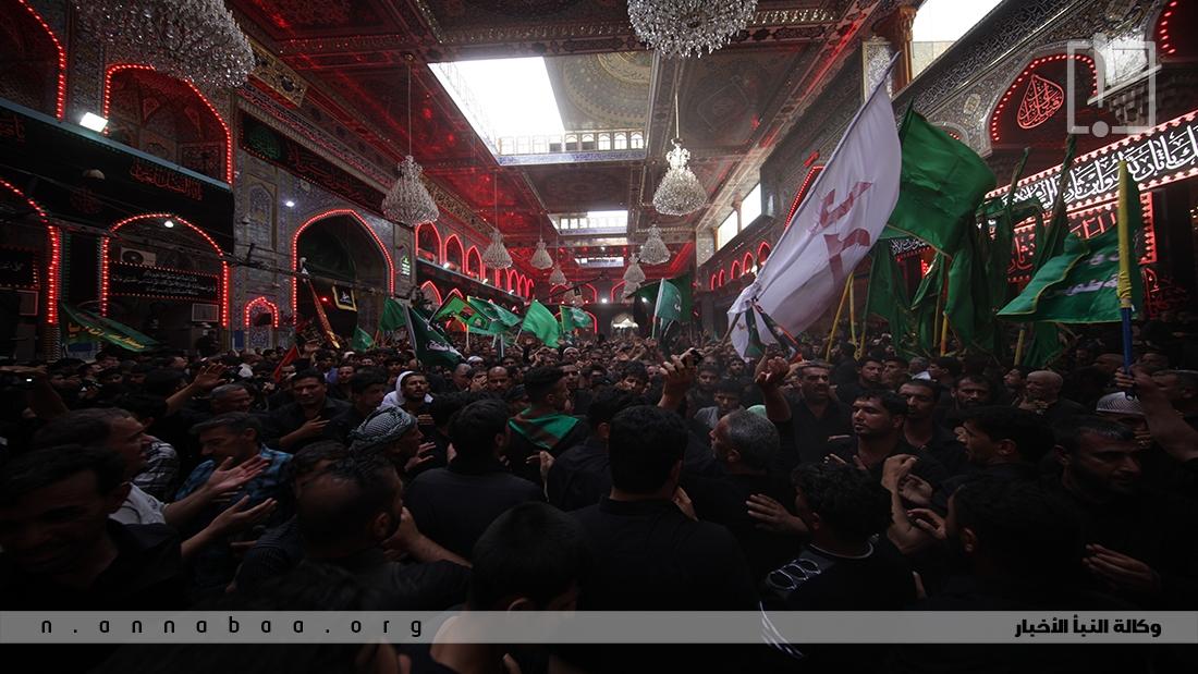 المعزين داخل الصحن الحسيني الشريف