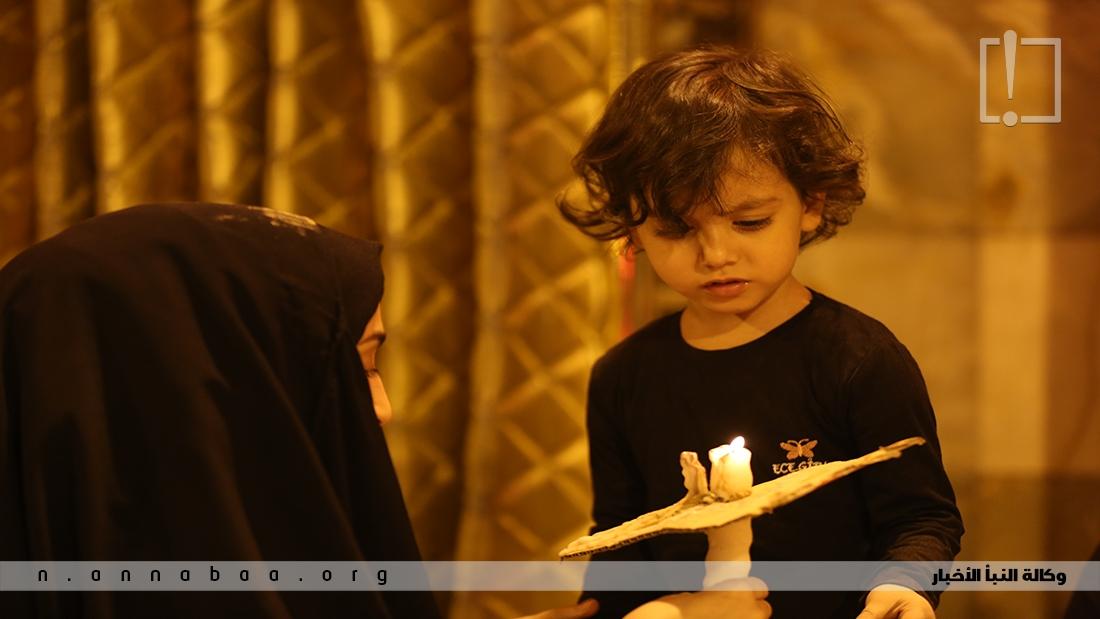 وتواسي النساء السيدة زينب بنت امير المؤمنين (ع) لفقدها اخوتها وابنائها كما يواسي الاطفال صبية وبنات ال محمد وما جرى عليهم من اهوال في يومها