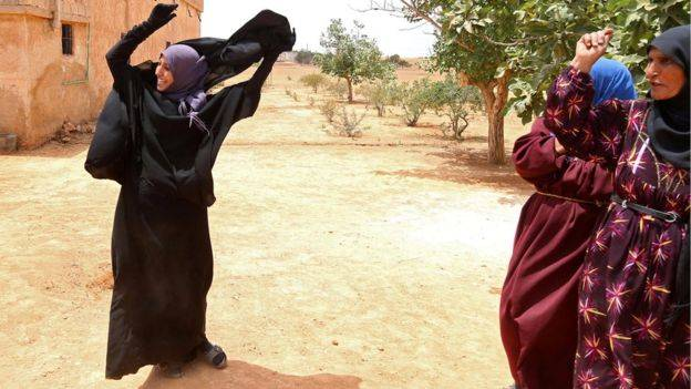 نساء سوريات يحتفلن بتحرير مناطقهن