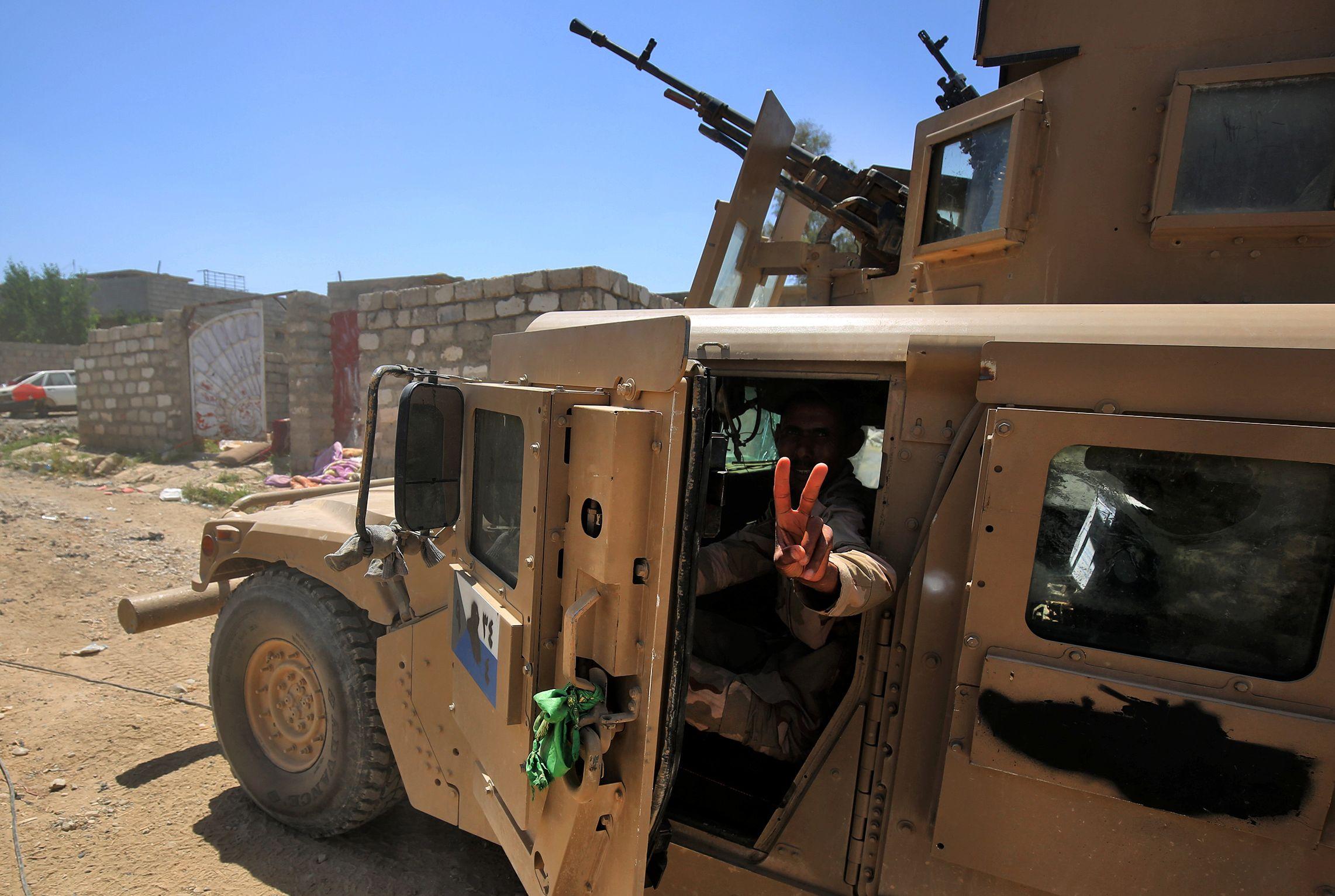 قوات من الجيش العراقي الفرقة السادسة عشرة التي تتكون بعض افواجها من اهالي الموصل شاركت في الهجوم على داعش من منطقة مشيرفة فحررت قرى حليلة وبعض مناطق بادوش