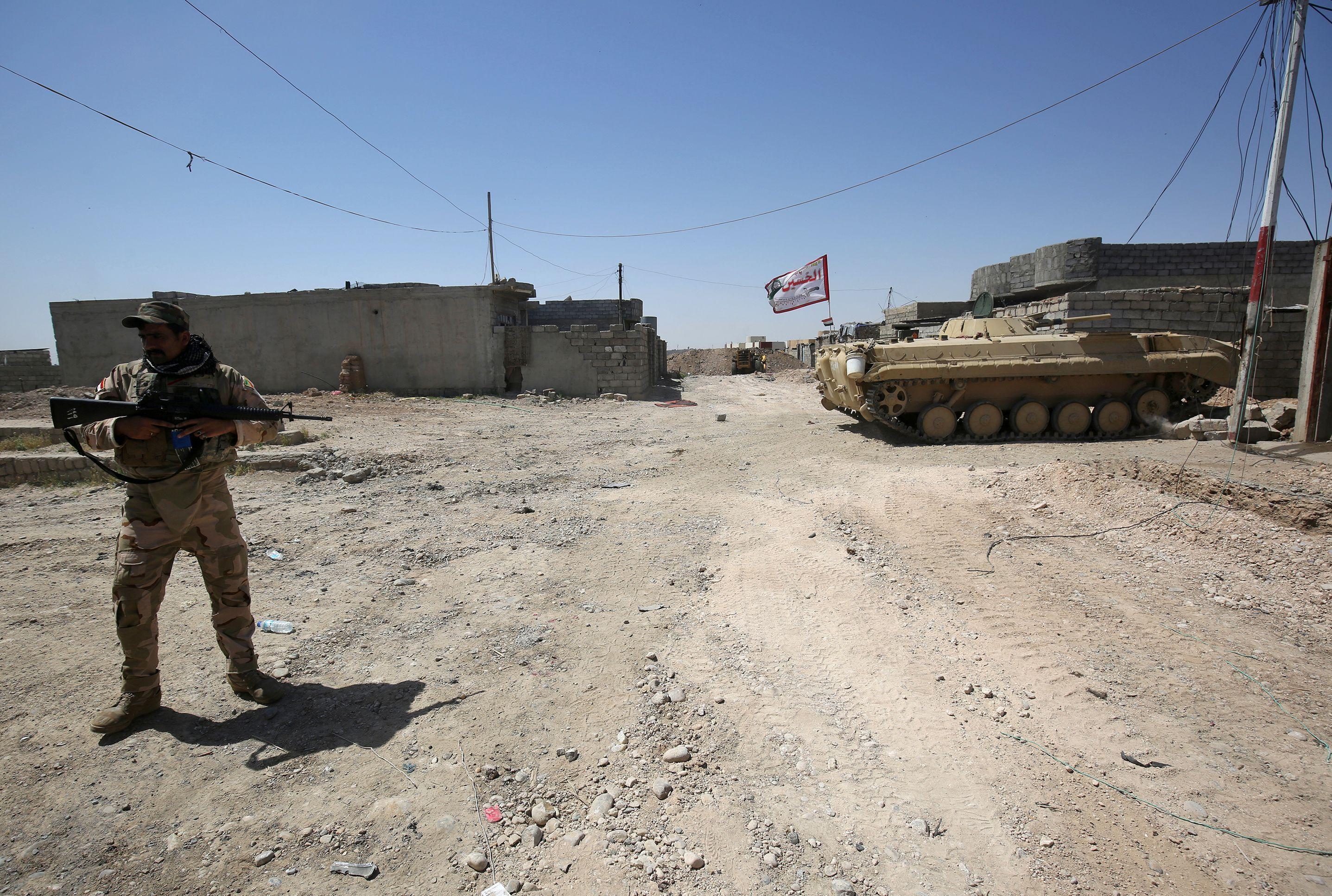 الفرقة التاسعة في الجيش العراقي تشارك في جميع المحاور مع مختلف التشكيلات من خلال دعمها بالاستناد الناري وصد السيارات المفخخة المصفحة التي يهاجم بها ارهابيي داعش قواتنا