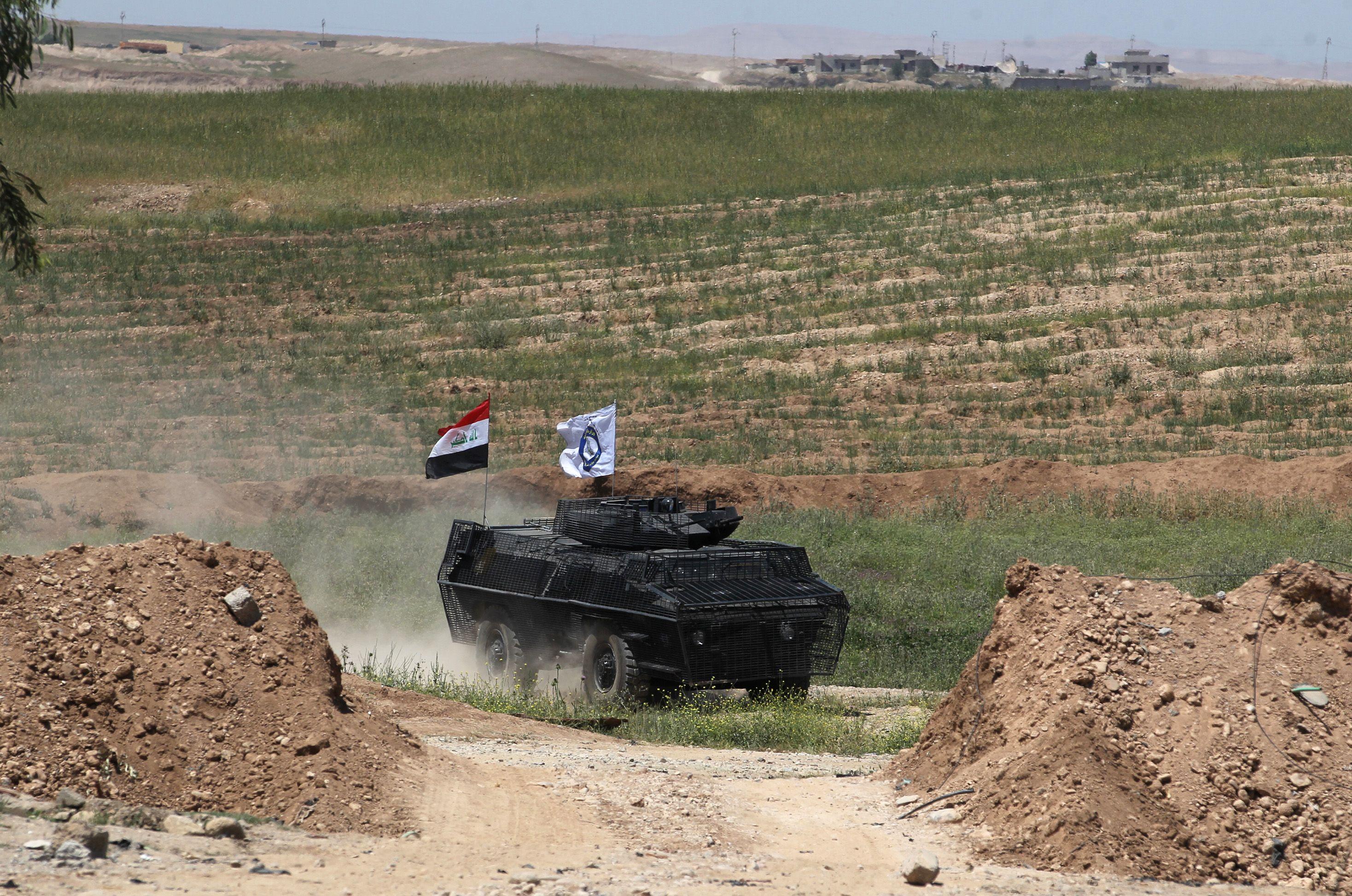 مدرعة خاصة بقوات الشرطة الاتحادية التي شاركت في الهجوم المباغت من شمال الجانب الايمن لمدينة الموصل
