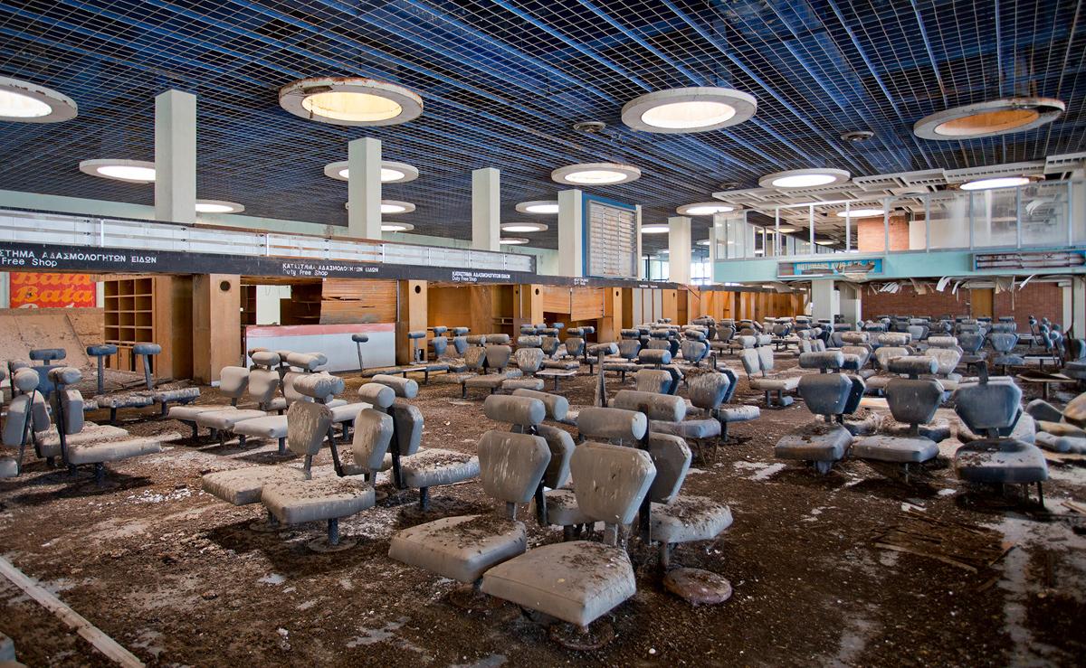 قاعة المغادرة بمطار العاصمة القبرصية نيوقوسيا