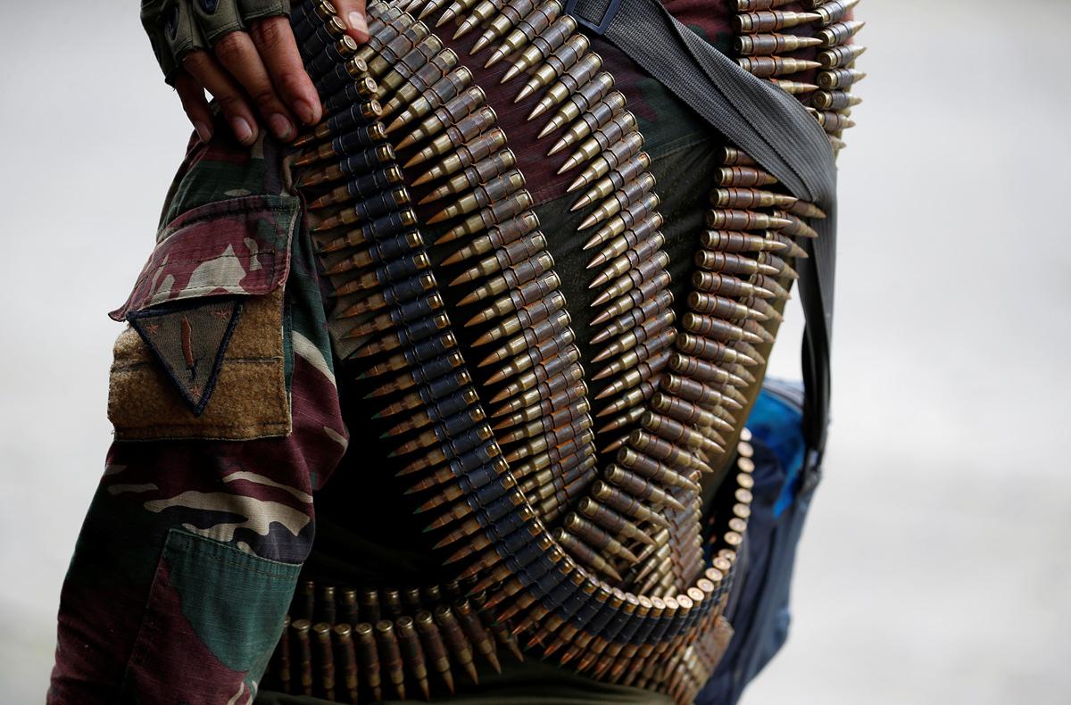 جندي فلبيني موشح بالرصاص