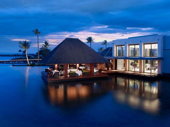 جُزر موريشيوس (بالإنجليزيّة: Mauritius)؛ هي مَجموعة من الجُزر التي تقع في المحيط الهندي، وتعدّ جزيرة موريشيوس أكبرها وتبعد عن مدغشقر حوالي 800 كم من جهة الشرق، أمّا من الجهة الغربيّة تبعد عن القسم الجنوب غربي للهند بحوالي 40000 كم، ويعدُّ نظام الحكم فيها جمهورياً فتُعرف بمسمّى جمهوريّة موريشيوس، وحصلت على استقلالها عن بريطانيا في عام 1968م.