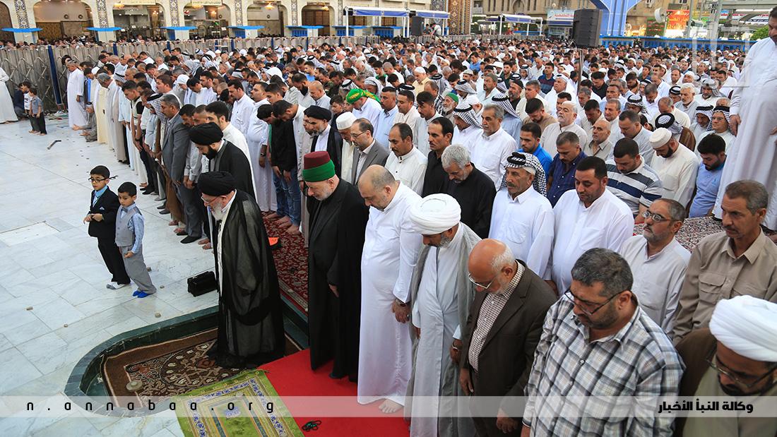 سماحة السيد مرتضى القزويني يؤم المصلين في صلاة العيد