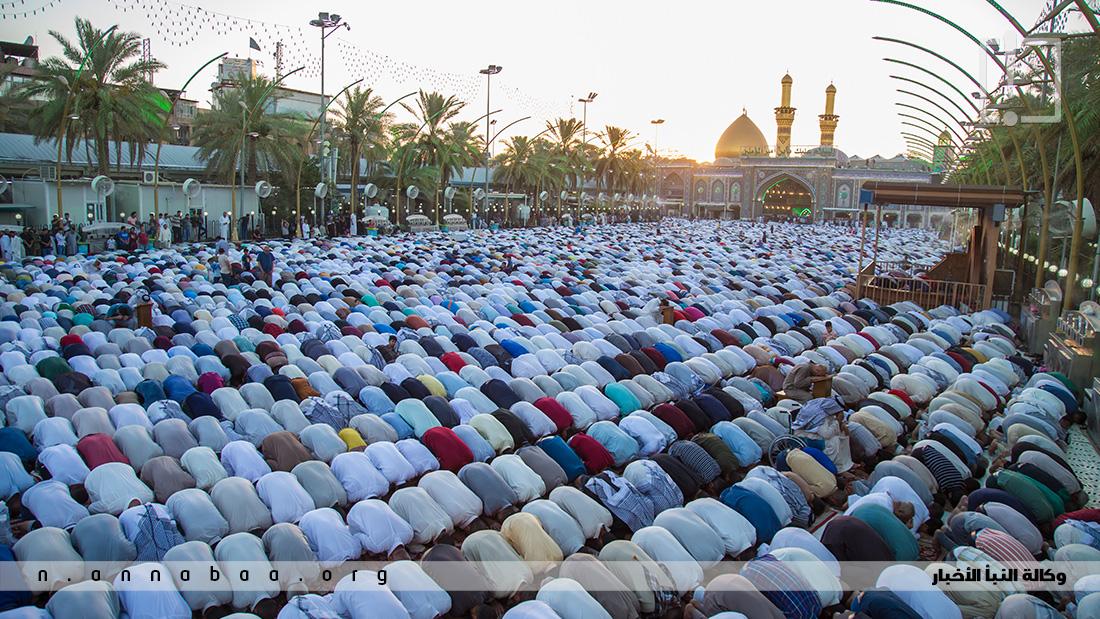 المؤمنون يجتمعون في صلاة العيد كما اجتمعوا في صيام وقيام شهر رمضان واحياء ليالي القدر