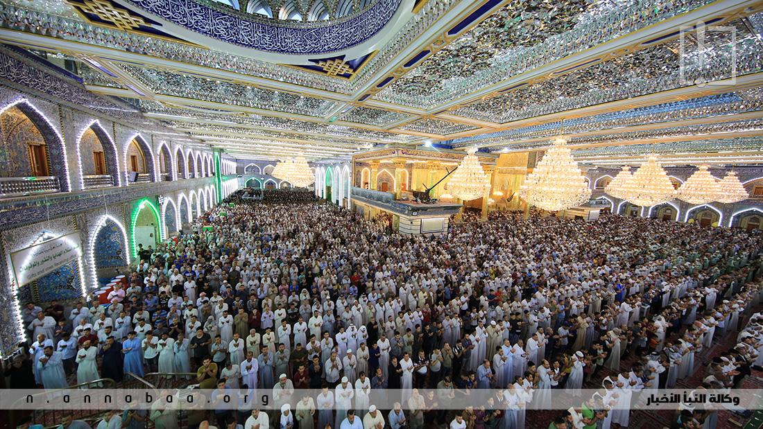 المؤمنون يشاركون في صلاة العيد في الصحن الحسيني المقدس