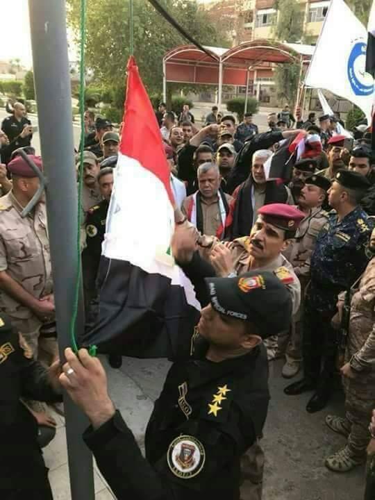 بحضور قيادات الجيش العراقي والشرطة الاتحادية والحشد الشعبي وجهاز مكافحة الإرهاب رفع العلم العراقي فوق مبنى محافظة كركوك