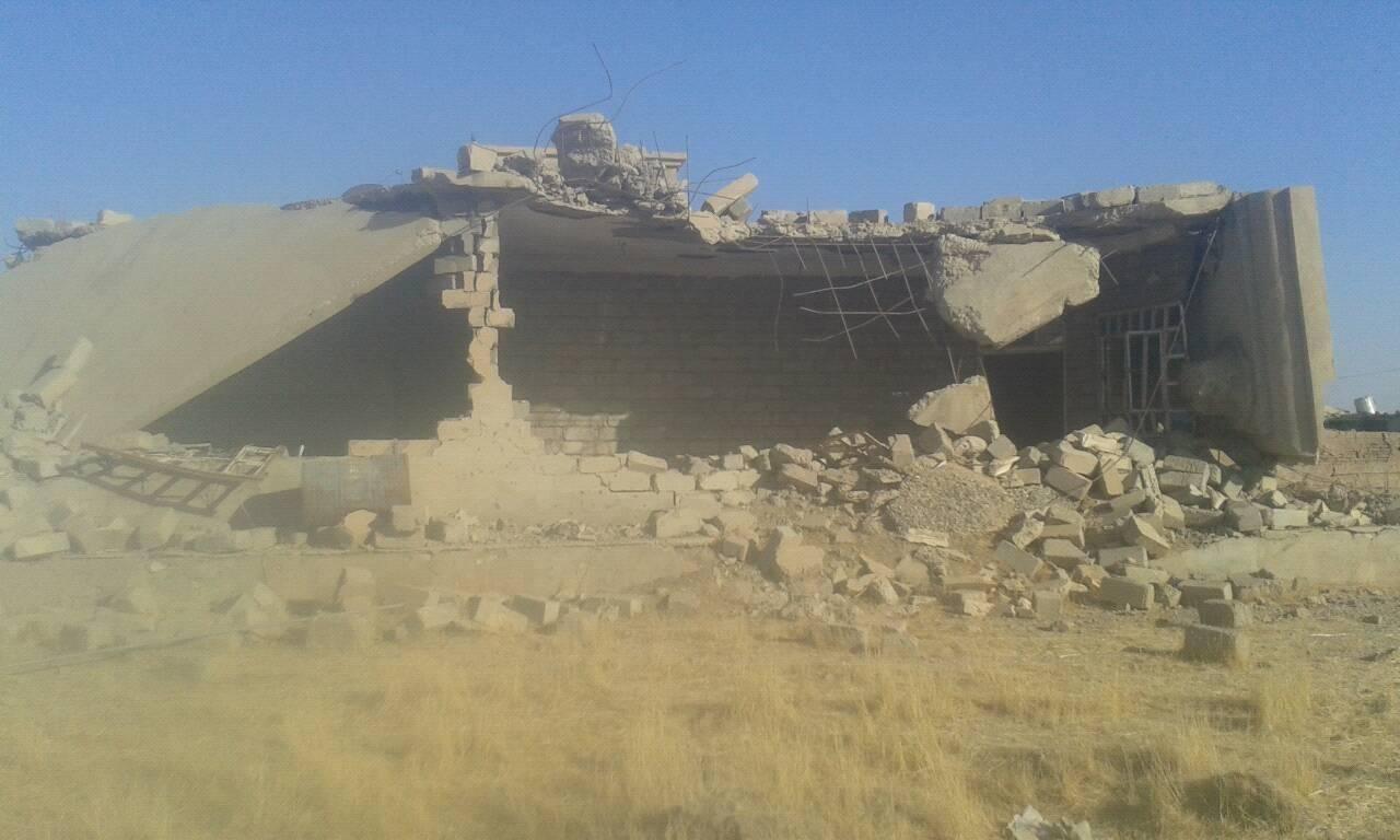 قرية گر كافر ناحية زمار وآثار التجريف وهدم المنازل واضحة تطبيقاً لسياسة الديمقراطي الكردستاني التي تهدف الى تغيير ديمغرافية المنطقة.