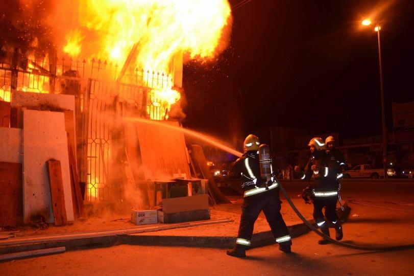 8d878d83f حريق يلتهم مخزن في الشورجة والنيران تستعر منذ يومين