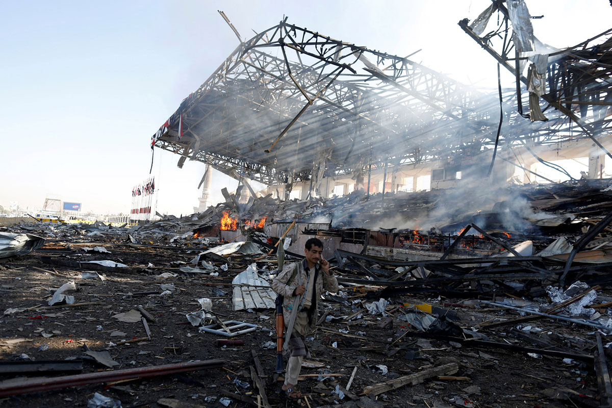 قصف سعودي استهدف مجلس عزاء في صنعاء راح ضحيته اكثر من 700 مدني واكثر من الف جريح