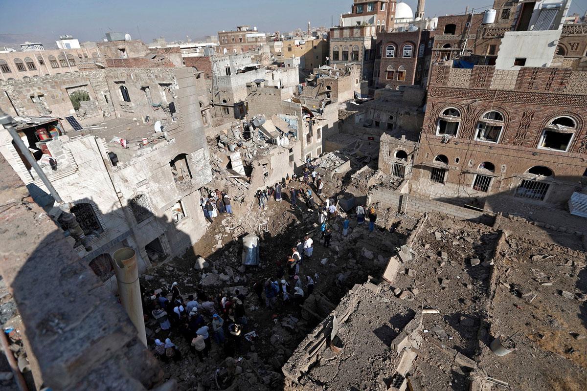 الدمار الكبير يسود الاحياء السكنية نتيجة القصف العشوائي للتحالف السعودي