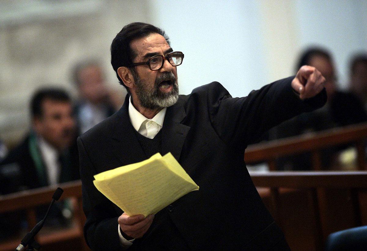 رئيس النظام المقبور في قفص الاتهام