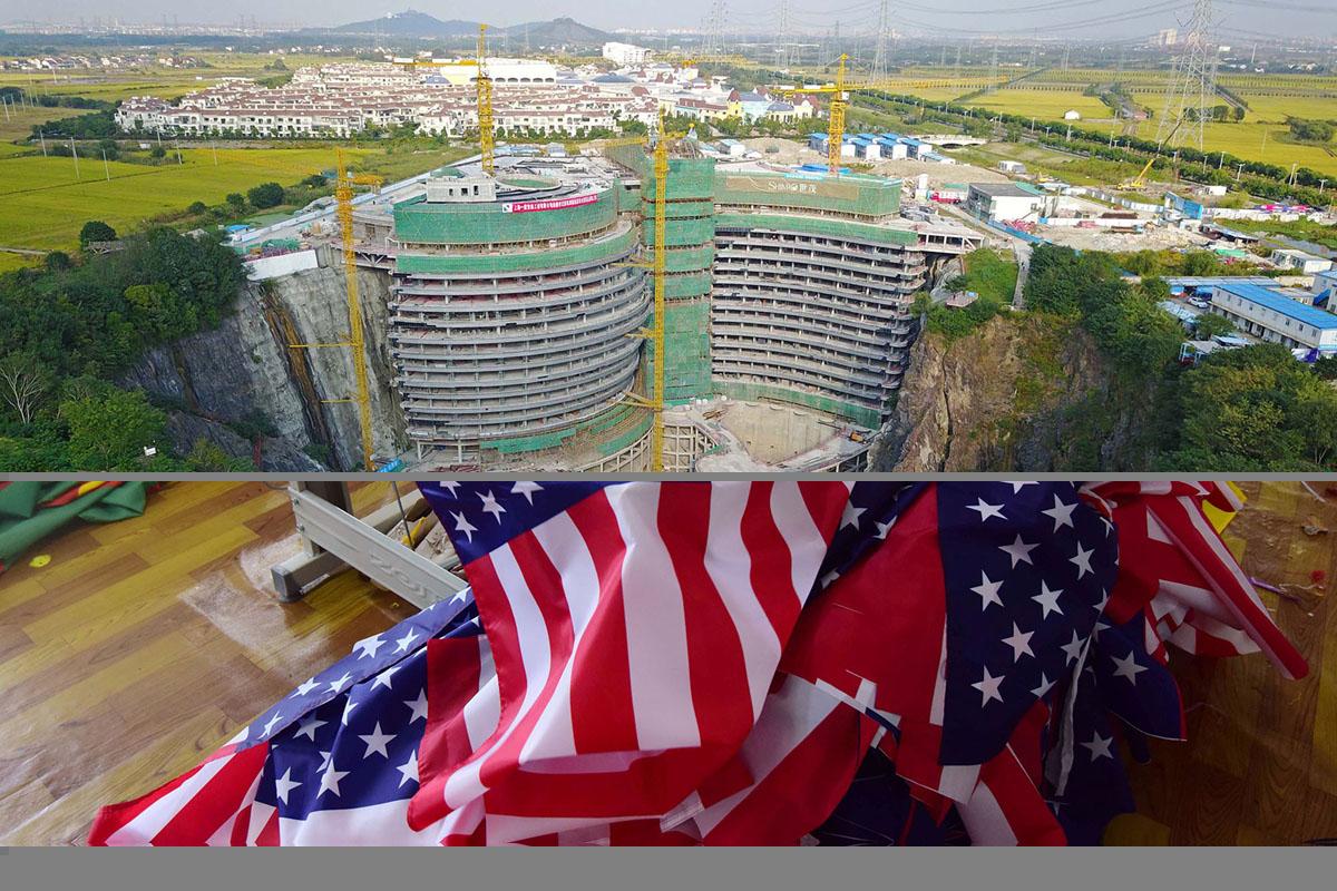 قام موظفون صينيون بتصوير الأعلام الأمريكية في مصنع بفويانغ بمقاطعة أنهوي شرق الصين في 13 يوليو عام 2018.