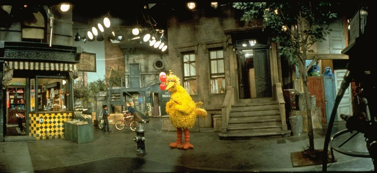 عرض لمجموعة من المسلسلات التلفزيونية العامة Sesame Street التي تضم Big Bird. تم عرض Sesame Street لأول مرة في 10 نوفمبر، 1969.