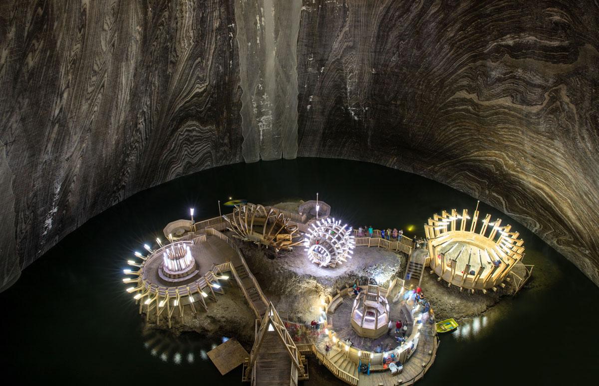 منظر داخلي لمنجم الملح Salina Turda في 8 أغسطس 2017. كان منجم الملح السابق في رومانيا يعمل منذ ما يقرب من ألف عام، وقد تم تحويله الآن إلى وجهة سياحية ومركز علاجي.