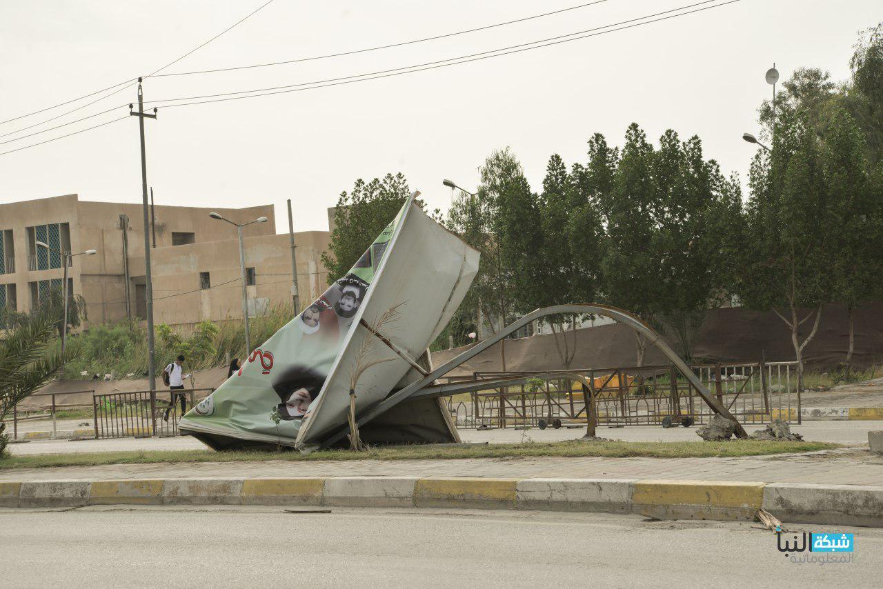 سقوط جدران وسقوط نخلة على سيارة في العباسية