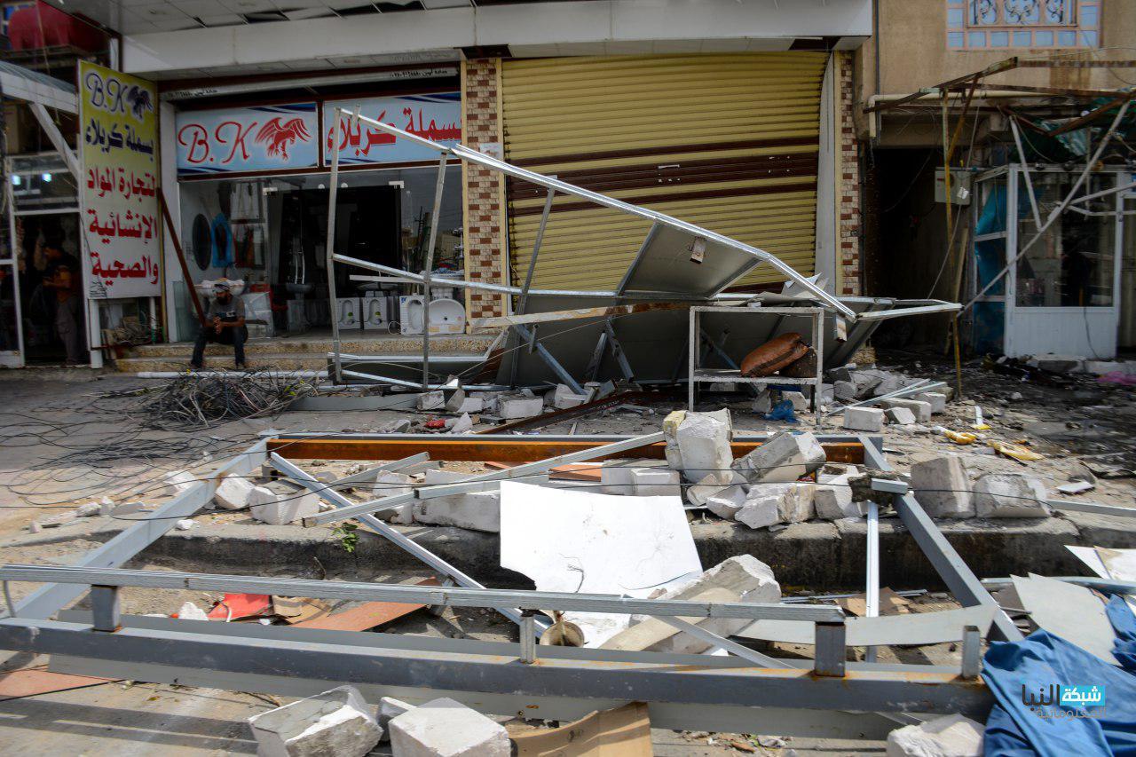 الخسائر المادية في الشوارع من اقتلاع اعمدة الكهرباء والاشجار وتهديم الدور والمحال التجارية