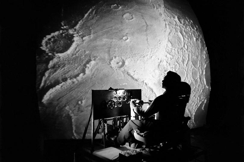 اختبارعن جهاز محاكاة تم إنشاؤه في Langley لدراسة المشكلات المتعلقة بالهبوط على سطح القمر.