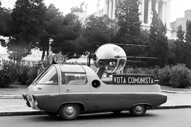 استخدمت هذه السيارة لجذب الناخبين في الانتخابات الايطالية اذ تم تركيبه على طراز سبوتنيك السوفيتي ، مكتمل مع راكب للكلاب ، وقد تم تزويده بالأضواء الساطعة والموسيقى وميكروفون ونظام العناوين العامة.
