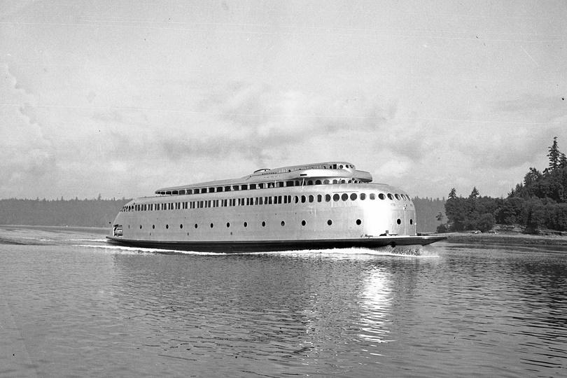 عملت العبارة MV Kalakala في Rich Passage في Puget Sound ، حوالي عام 1940.  كانت Kalakala تعمل في Puget Sound من 1935 إلى 1967 ، ثم تم تقاعدها وبيعها لشركة لتصنيع الأسماك في ألاسكا.